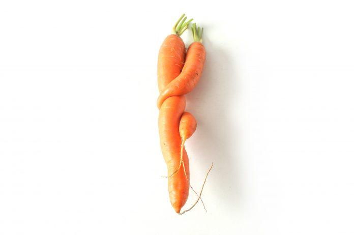 Καρότα που είναι κολλημένα σαν να κάνουν σεξ