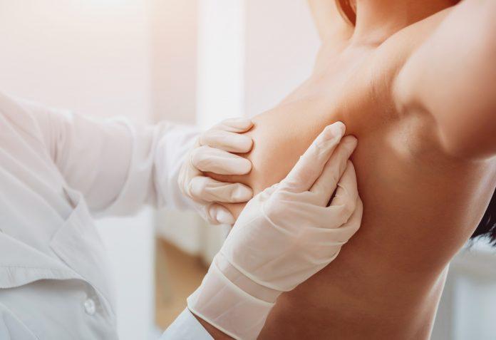 Εξέταση μαστού από γιατρό