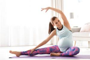Έγκυος που ασκείται