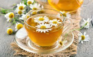 Φλυτζάνι με τσάι από χαμομήλι