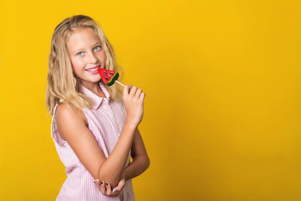 Όμορφο κορίτσι στην εφηβεία