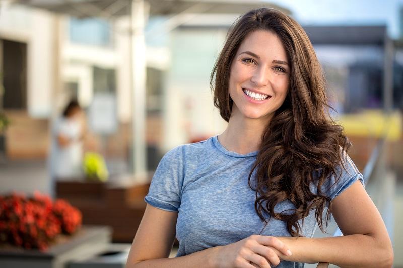 Γυναίκα με περιποιημένα μαλλιά
