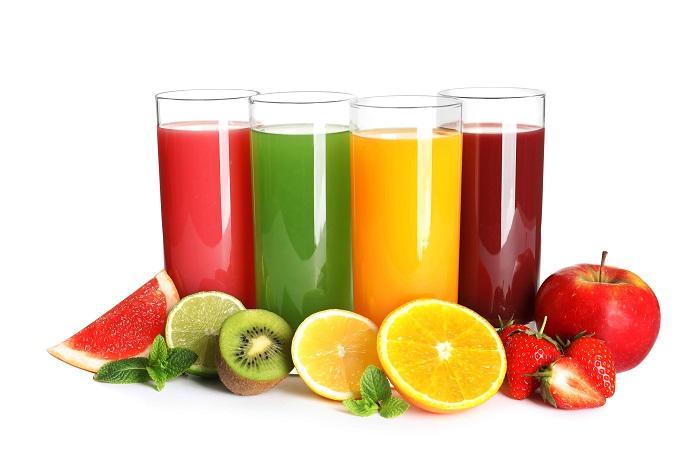 Χυμοί φρούτων σε ποτήρια