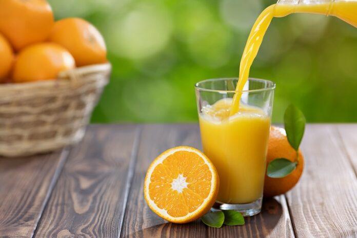 Πορτοκάλια και χυμός από πορτοκάλι