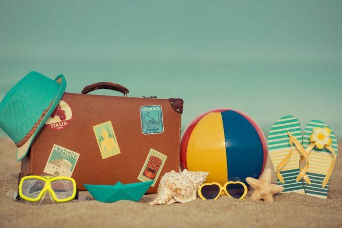 Πολυθρόνες στην παραλία για καλοκαιρινές διακοπές